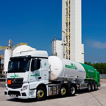 Photo of Air Products bulk gas trailer in front of an air separation plant.